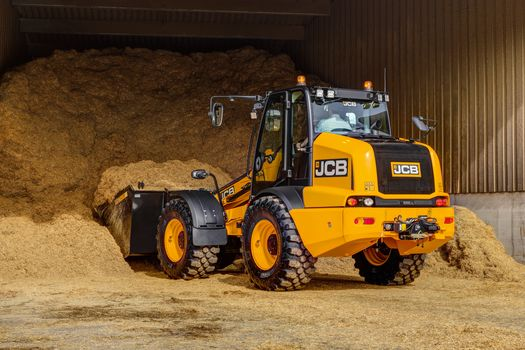 TM320 telescopic wheel loader